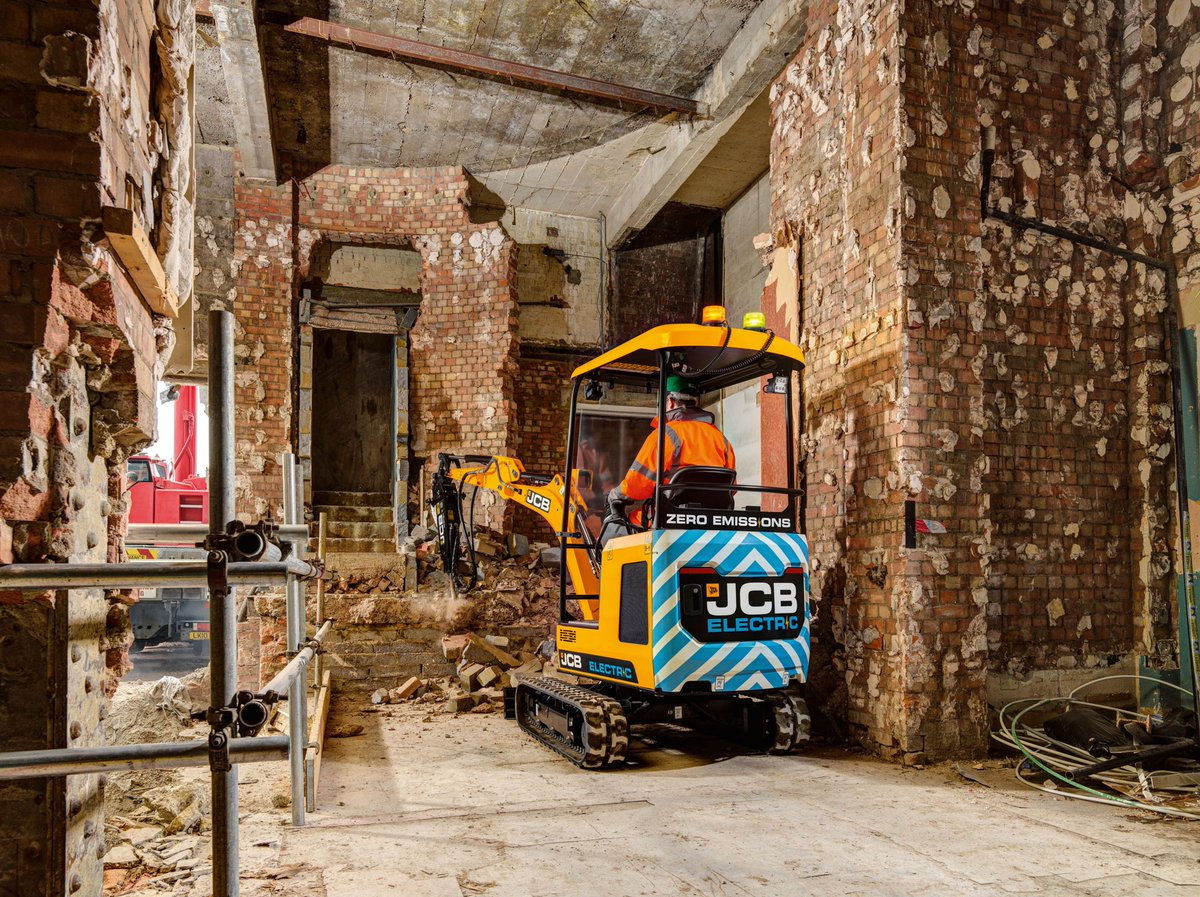 Fantastic innovation from @JCBmachines, winning the @RAEngNews #MacRobertAward for the world's first volume-produced fully electric digger, reducing CO2 emissions and noise on construction sites: https://t.co/A9e7jFT72V #EngineeringInspiration https://t.co/mZXHJRVYEl