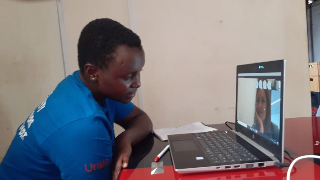 Onze directeur @GaranceReus na gesprek met oa #GirlsAdvocacyAlliance jongerenlobbyist Sharon uit Kenia: 'Ik ben onder de indruk van hun energie maar helaas bevestigden zij vanuit persoonlijke ervaring wat we al wisten: de coronacrisis raakt meisjes op alle fronten extra hard' https://t.co/5KuR34lkM9