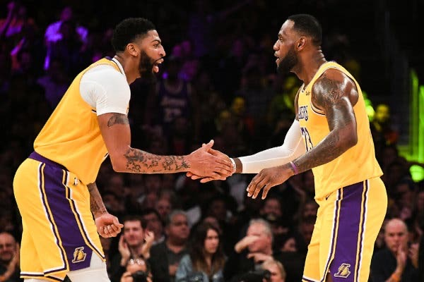 Lakers are traveling to Orlando today 👀🔥  LeBron James Anthony Davis Caruso Kyle Kuzma KCP Danny Green Dwight Howard Dion Waiters JaVale McGee Rajon Rondo JR Smith Jared Dudley Markieff Morris Quinn Cook THT Kostas Antetokounmpo Devontae Cacok  Ready for the chip 🏆 #LakeShow https://t.co/aY32gaa2rL