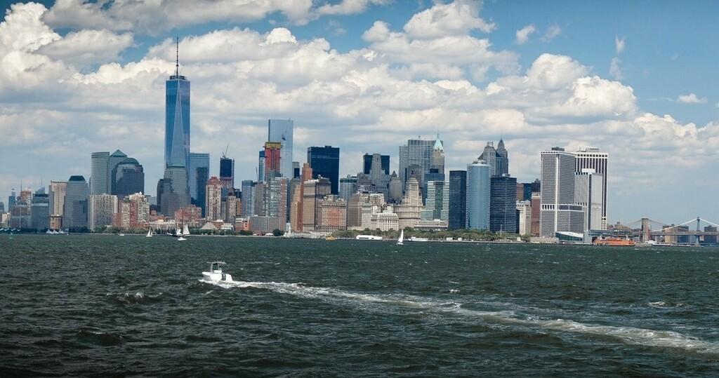 The New York Skyline • • • • • #NewYork #USA #NYC #TrekAmerica #itrekhere #adventure #travel #igers #instalike #follow #webstagram #instafollow  #instadaily #Picottheday #instalove #Sonya #Sonyalpha #sonyclub