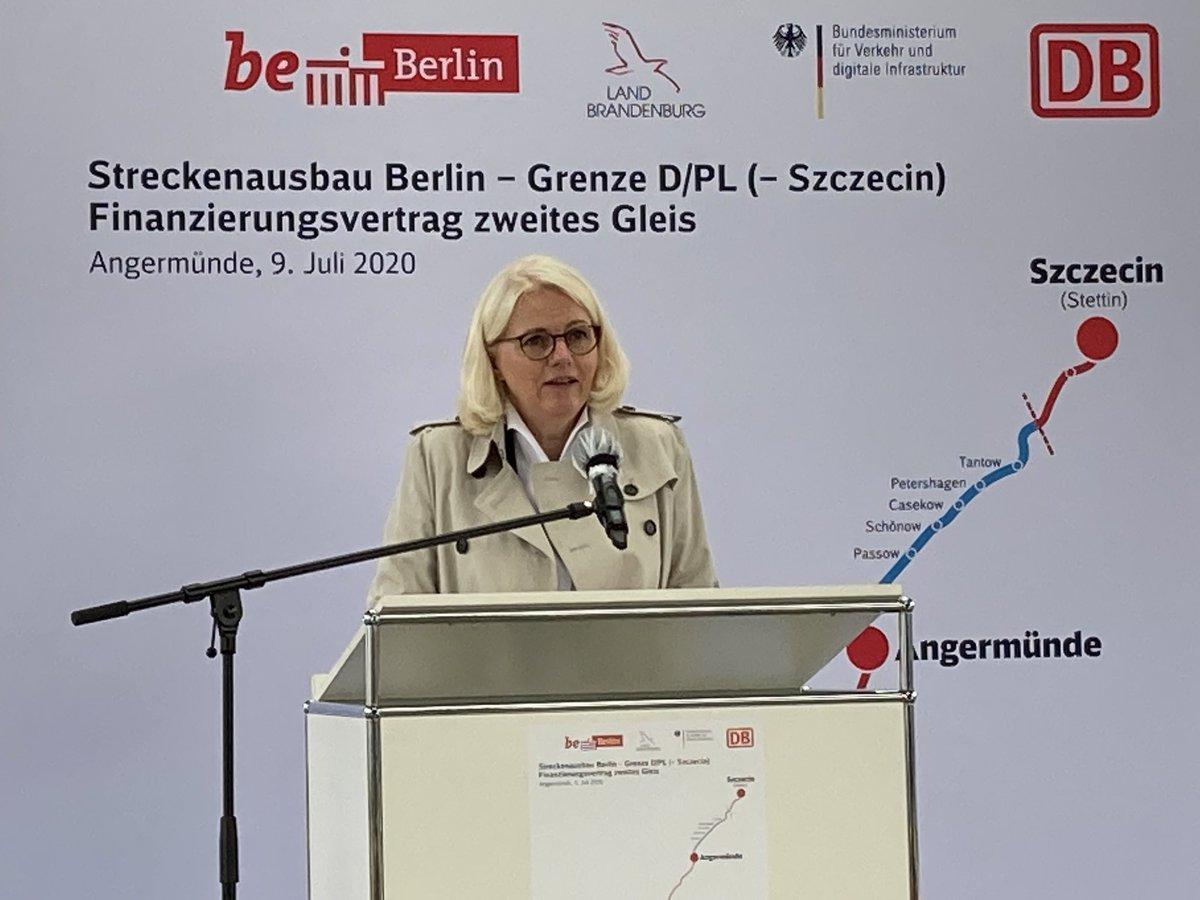 Endlich🛤🚆! Bahnstrecke #BerlinStettin wird zweigleisig ausgebaut und elektrifiziert. 🎉🎊Berlin-Stettin, Deutschland-Polen rücken näher zusammen. Die Zukunft gehört einem freundschaftlich geeinten #Europa. Dank an @DB_Presse #brandenburg @BMVI #michaelcramer https://t.co/Nn2fxpH1r9