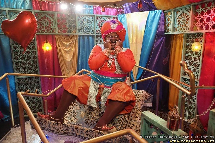"""🧞♂️Comme le dirait le génie #Magik (@Magloireok) de retour dans #FortBoyard cet été avec son rire diabolique 😈 : """"Ça va saigner !!!"""" 😁 Tenez-vous prêt à découvrir les 1res nouveautés samedi à 21h05 sur @France2tv !📺⌛️Les photos officielles sont par ici➡️ https://t.co/W3vwxkTkZm https://t.co/enIvCoKEOU"""