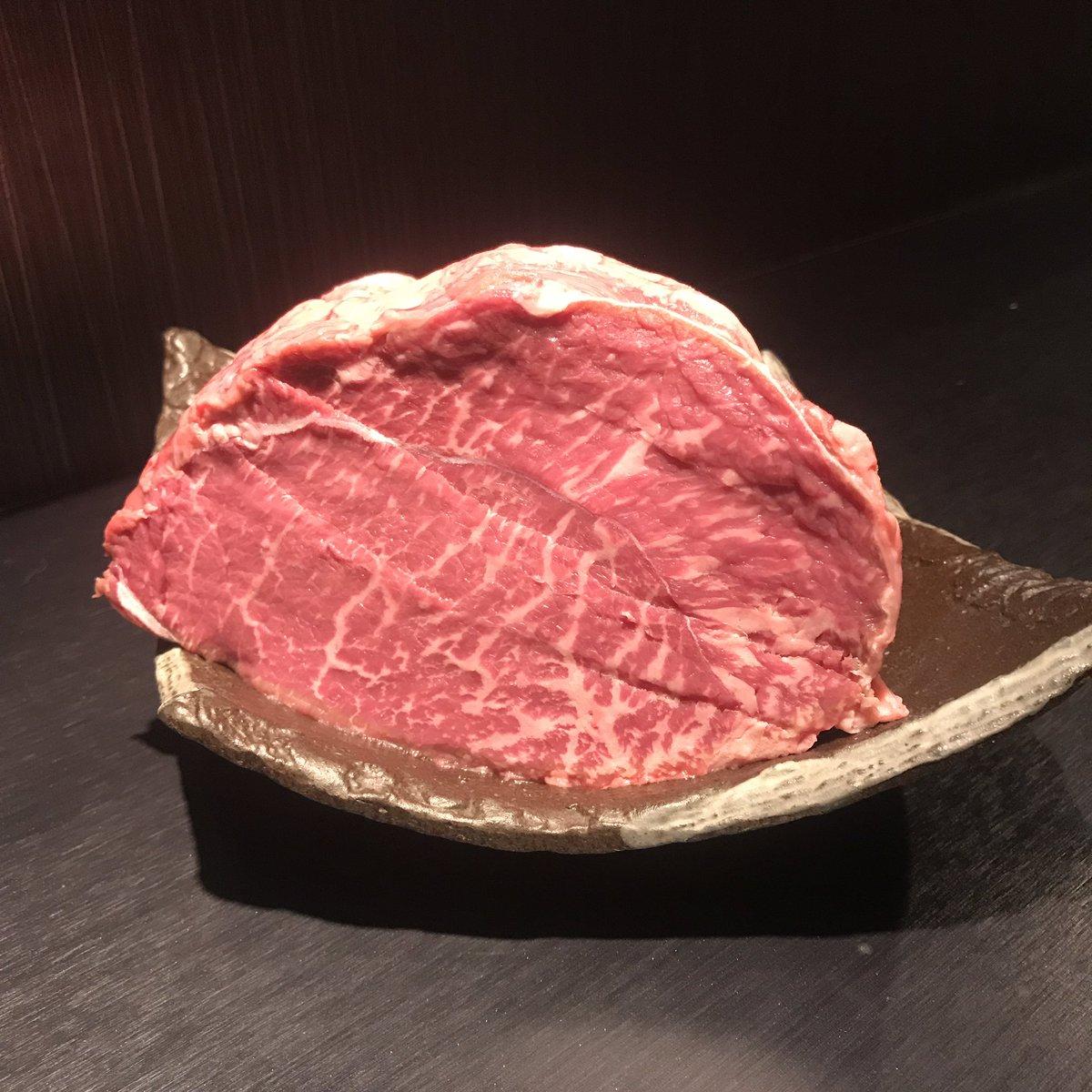 出張3日目新宿はkokemomoで肉食ってます。断糖高脂質メニュー喜んで!とのこと。牛肉は山形県の蔵王牛のみというこだわり。牛脂も提供可能とのこと。東京在住の方、東京出張の際は是非🥩#断糖高脂質食#金森式kokemomo