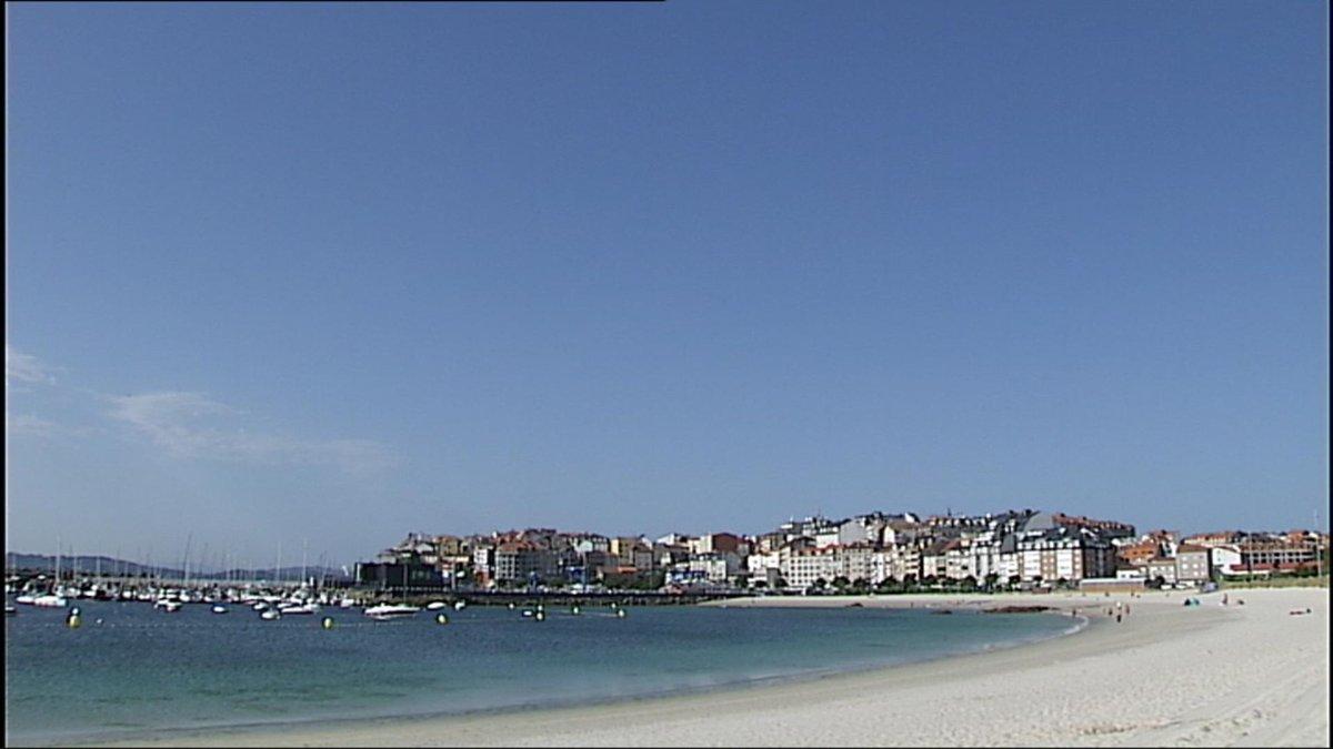 Cielo y mar azules. Disfrutamos este jueves de verano en #Portonovo #RíasBaixas.  Ven a #Galicia!!! #BosDías