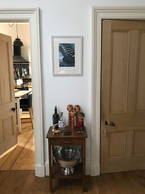 I love it when buyers send me in-situ pics! Here's one of my painting Vertigo (Study) sold recently via @VelvetEasel Gallery hanging out in its new home in the Scottish Borders.  Other pieces available via http://velveteasel.co.uk  #Portobello #Edinburgh #painting #cityscape pic.twitter.com/ioDOxa5w1d