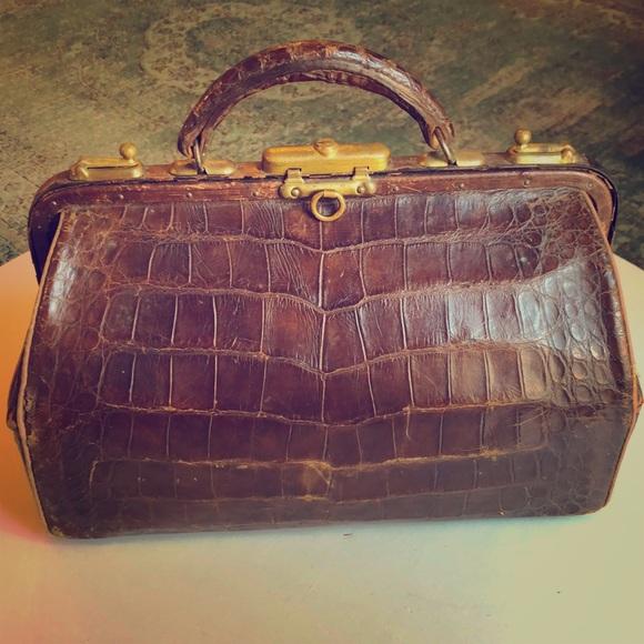So good I had to share! Check out all the items I'm loving on @Poshmarkapp #poshmark #fashion #style #shopmycloset #vintage #luxxel #express:
