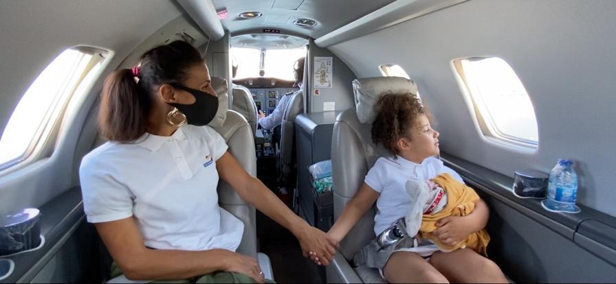 Grâce à @ONG_ASF, @JetSolidaire et le Coin des Gônes, en partenariat avec @VINCIAirportsFR, @JETCORP et @Eventys, Aniça et sa fille ont vécu un vol solidaire inoubliable au départ de Lyon-Bron Aéroport.  #VINCIAirports #volsolidaire #ONG_ASF https://t.co/x83ko3FY8w