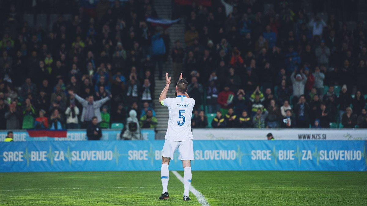 Danes praznuje Boštjan Cesar. Nekdanji kapetan in reprezentant z največ nastopi za Slovenijo. Vse najboljše, Cesi! 🎉🇸🇮 #SrceBije https://t.co/DSGyYLZlpW