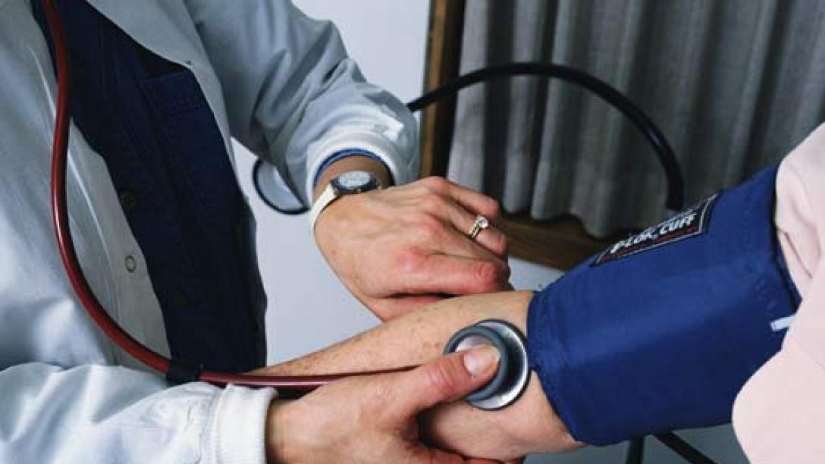 Llevar un estilo de vida poco saludable es una de las principales causas de un nivel de #colesterol alto en sangre, pudiendo tener consecuencias graves para la #salud. Te damos algunas #recomendaciones para bajar el colesterol de forma natural. Vía @20m