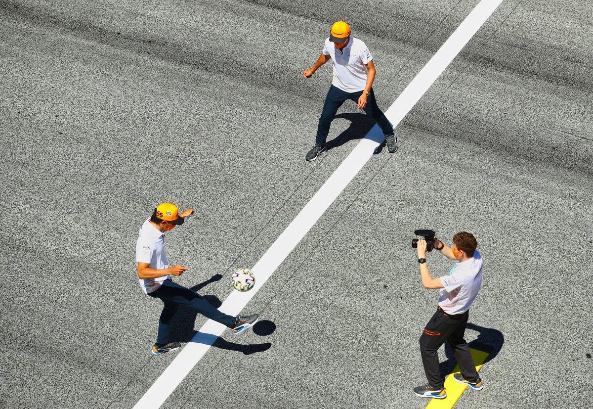#AustrianGP #TrackWalk @McLarenF1 @RacingPointF1 #F1 📸Getty https://t.co/GxPgKz3yD8