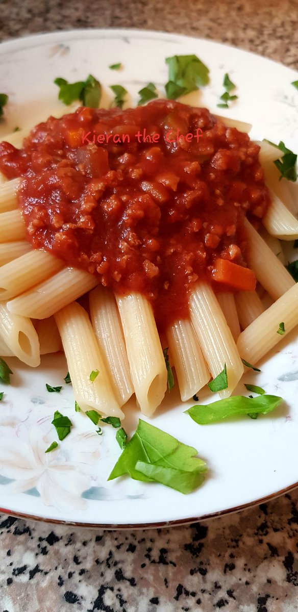 I made this red wine vegan ragù today (with a little help). It's #delicious #yummy #ThursdayMotivation #LearningNeverStops #vegan #plantbased #pasta #Quarantine #LunchTimepic.twitter.com/5aogrKu4NE