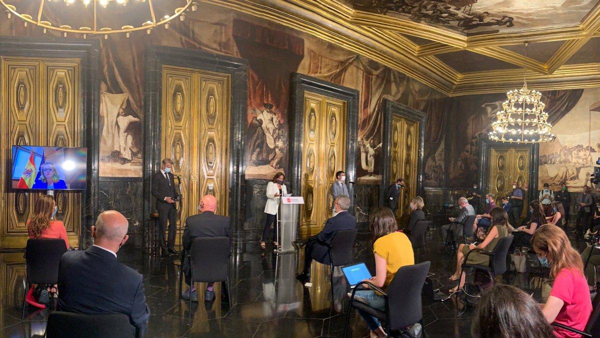 Hoy se celebra el patronato de MWCapital en el que se ratifica el acuerdo de extensión del #MWC Barcelona hasta 2024, así como las incorporaciones de @NadiaCalvino y @carmeartigas al mismo patronato https://t.co/nFKLdjkeoi