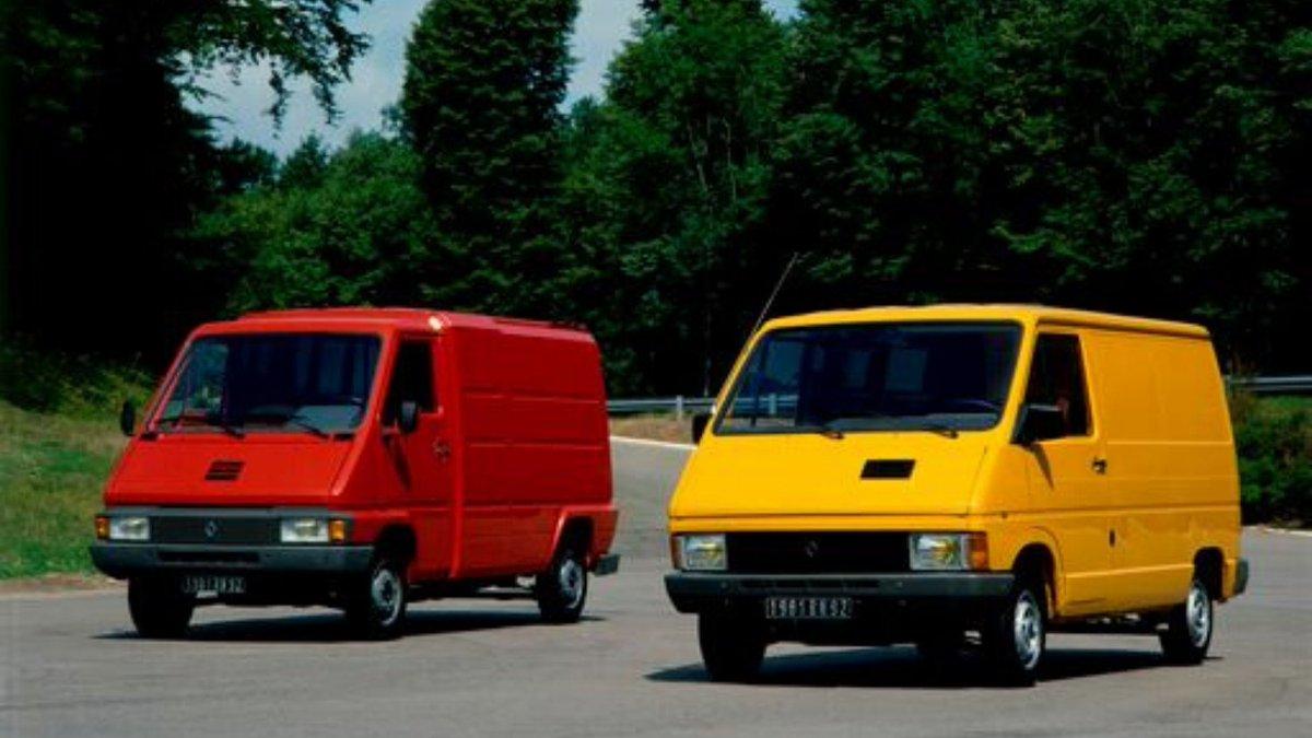 Renault TRAFIC  i Renault MASTER slave 40. rođendan! 🥳 Od lansiranja 1980. pa do danas prodato je preko 5 miliona primeraka ovih lakih komercijalnih vozila, koja su postala sinonim za kvalitet i pouzdanost u svom segmentu. #TBT https://t.co/Uw4h0p6Oyc