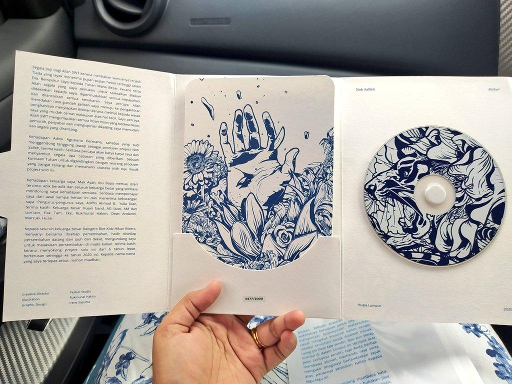 Best present ever! Ni kali kedua dapat hadiah album @MohdNohSalleh. Sebelum ni Angin Kencang, fav album jugakk 🥰😍😍 Exciteddd sangat sampai baju pun samaa dengan cover album dah hahahaha thankyou @Helmi_Hisham ❤️❤️❤️ https://t.co/YHW76ezuE6