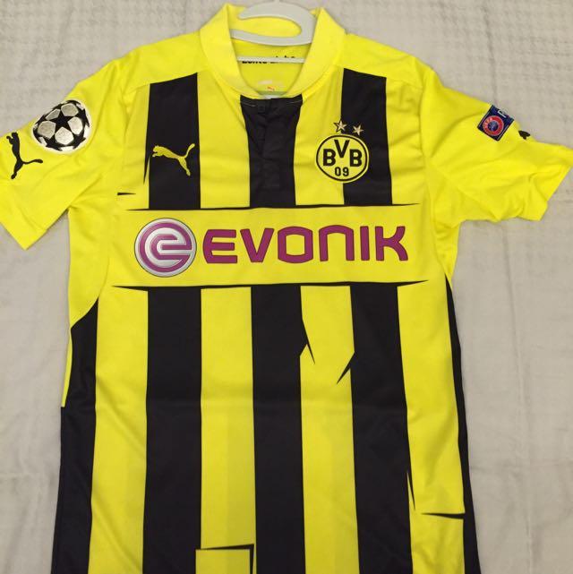 Ca me fait pensé au maillot de Dortmund 2013 ou les traits dépassent aussi pic.twitter.com/IGyfTFrJSt