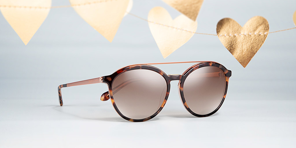 This @draperjames frame comes with a double-bridge, enhanced with color detailing on the brow bar and slim metal temples, adding a modern touch to a classic look (style DJ7016). #DraperJamesEyewear #AltairEyewear https://t.co/vHxYr23V5S
