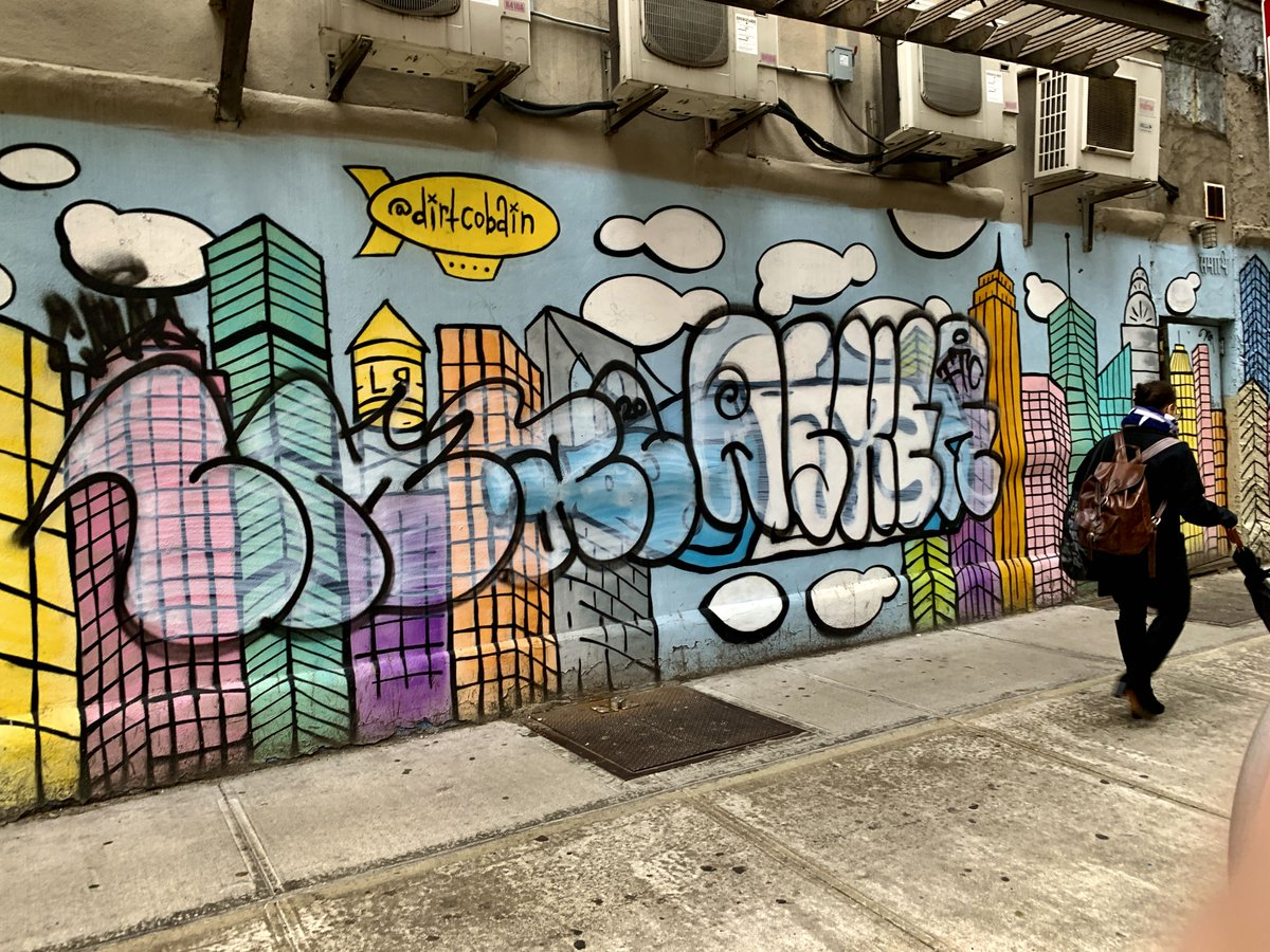 A colorful mural with graffiti in Manhattan last winter.  #streetphotography #urbanphotography #NYC #mural #graffiti pic.twitter.com/dzlIWbMD6u