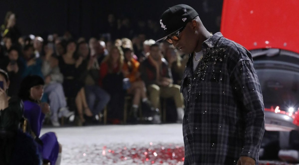Virgil Abloh raises $1 million to benefit scholarships for Black fashion students:  https:// bit.ly/38IWAKR    <br>http://pic.twitter.com/IzOwEny3lL