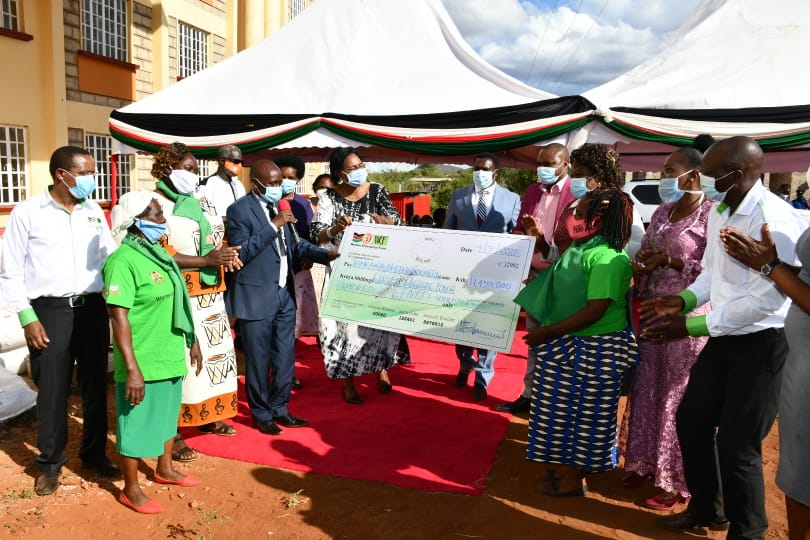She also disbursed Affirmative Action Fund cheques from the @WEF_kenya worth Kshs. 11.45 million to 38 women groups and the @UwezoFund worth Kshs. 5.9 million to 93 groups to cushion women businesses during this time of the Covid-19 Pandemic in Tharaka Nithi County. https://t.co/XMOV29ZhCC
