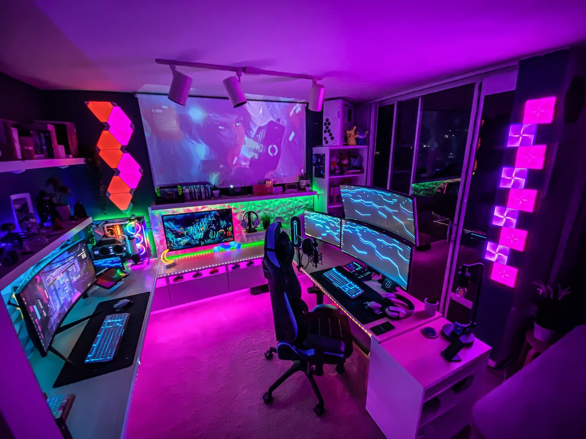 I am custom building a desk and need inspiration so I can make it into a true gamer herven.   Send me pics of your setups! And yes, I am blaming @brittnaynay3's awesome setup for my sudden obsession. LOOK AT HOW BEAUTIFUL IT IS!pic.twitter.com/BQljffXqZ8