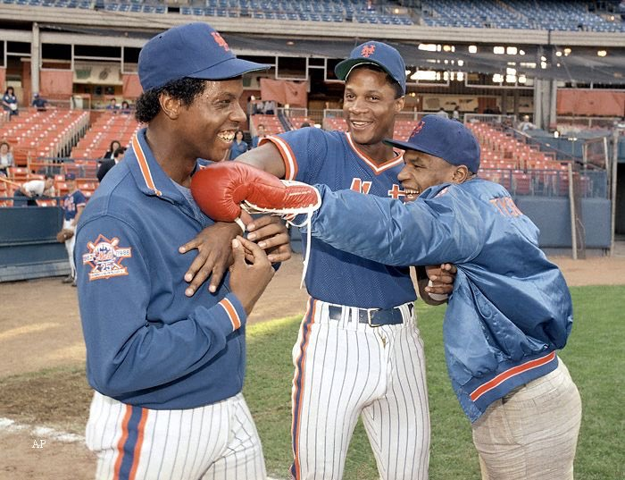 Mike Tyson, Dwight Gooden, and Darryl Strawberry in 1986. 📸