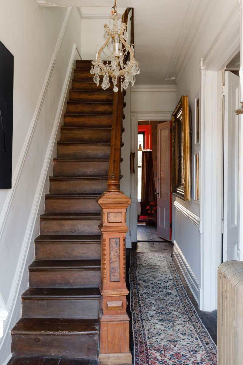 A historic wooden staircase is a crucial #architectural feature of this home. #homedesign  http://cpix.me/a/100692838 pic.twitter.com/RPkUsBE1TS