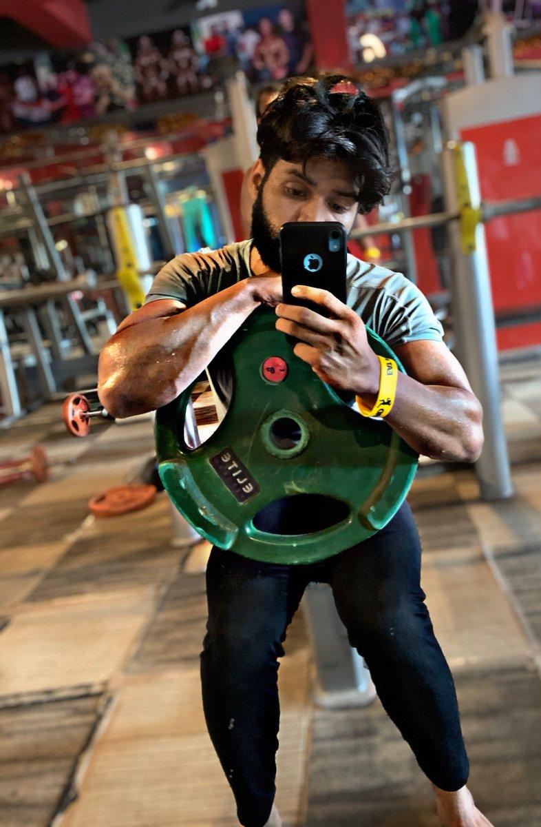 "जहां दूसरों को समझाना मुश्किल हो जाए वहां खुद को समझाना लेना बेहतर होता है"" #gym #gymmotivation #gymlife #gymlifestyle #motivation #fitness #fit #fitnessmotivation #bodybuilding #body #fitboy #bicep #arms #workout #workoutroutine #workoutmotivation #diet #nutrition #fatlosspic.twitter.com/M9X4B2XQLF"