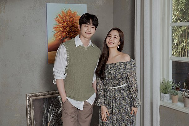 When your fave couple have an interview months after finishing their drama and you're like: 🥺  I miss my #WhenTheWeatherIsFine couple so much 😭 https://t.co/r8wdVIKGTB
