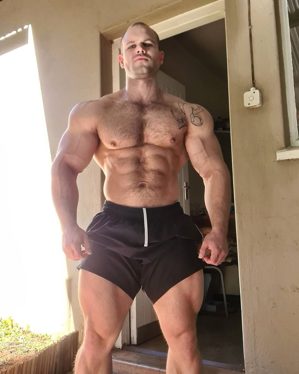 Brendon Theron #beefsighting #bodybuilder #wbff #thighsforthursday #hairy #musclebear #bearded #bulge #pecs #abs #gunshow
