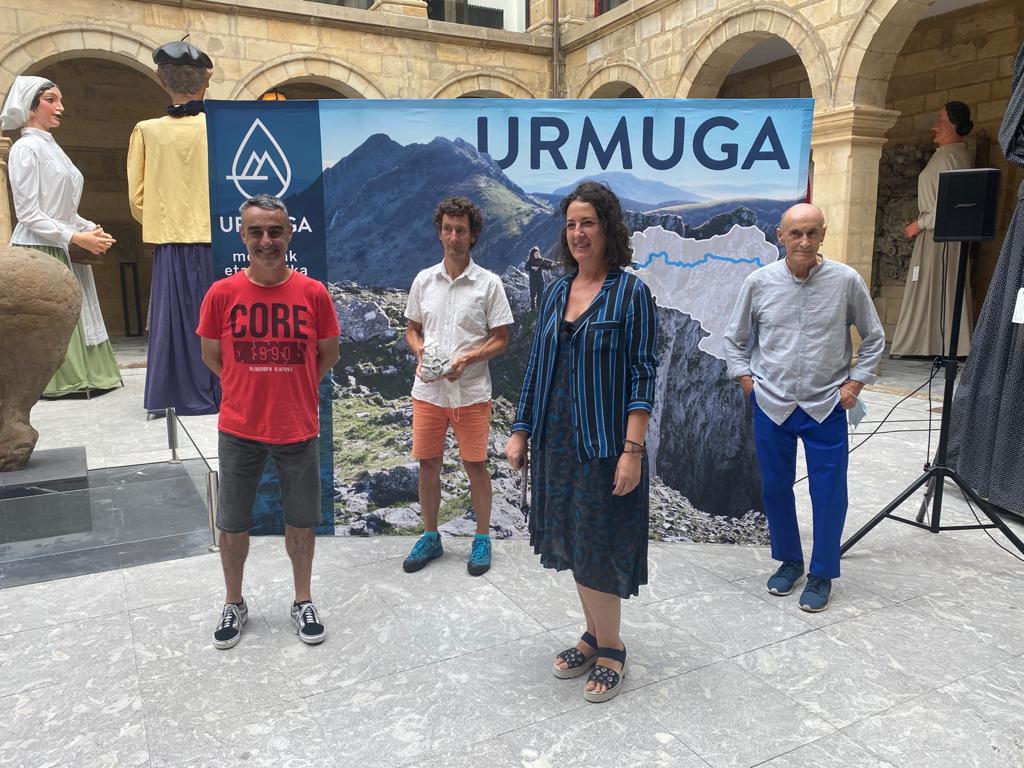 Goizean #Bilbo-ko @museo_vasco-an aurkeztu dugu #URMUGA @Bizkaia-ko Foru Aldundiaren eskutik. Eskerrik asko gerturatu zareten guztioi, bereziki #Euskara #Kultura eta #Kirol Saileko Foru Diputatu den Lorea Bilbao eta @gatibu-ko #AlexSardui-ri 😊  #MendiakEtaMusika #Musika #Cultura https://t.co/lGti3vxRKm