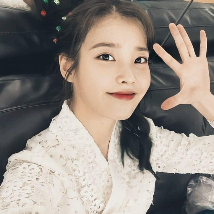 this beauty cannot be described in words... #IU #LeeJiEun #jieun #아이유 #이지은 #이지금 #moonlovers #haesoo #concert #kualalumpur #Bangkok #jangmanwol #HotelDelLuna #호텔델루나 pic.twitter.com/DEg1nk9I4D