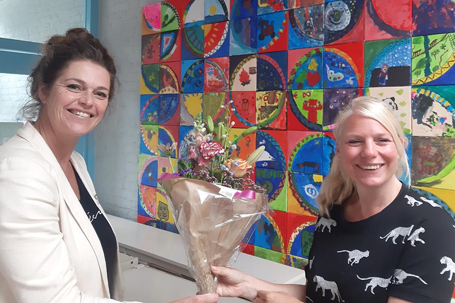 test Twitter Media - Woensdag 8 juli heeft het team van obs Den Boogerd kennis gemaakt met de nieuwe directeur Martine Zwijsen. Met ingang van het nieuwe schooljaar zal zij de directeur zijn van onze geweldige school. We heten Martine van harte welkom! https://t.co/0m9m8dPkbb