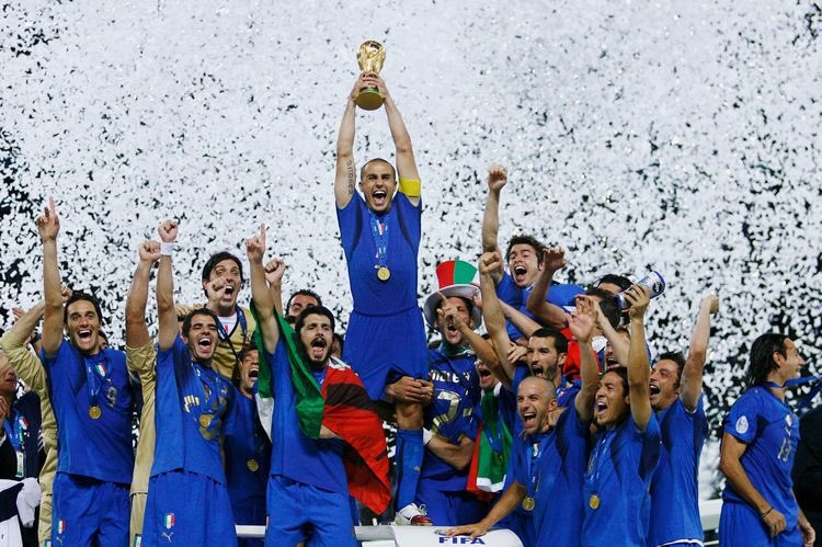#UnDiaComoHoy pero de 2006 #Italia se coronaba campeona del Mundo por cuarta vez en su historia 🏆 🇮🇹 - - #OnThisDay #WorldCup #352oficial https://t.co/9Er4WTfqNW