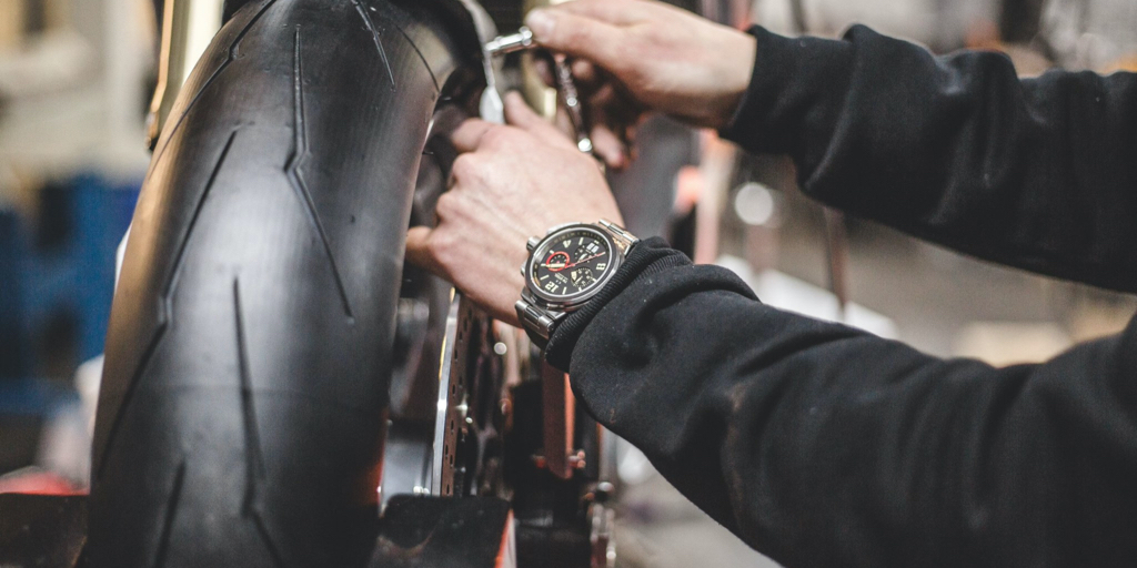 Need a timepiece as unique as your bike? 🏍  The TW999 honours the custom bike movement - vintage design meets cutting edge Swiss-made movement. This limited edition timepiece won't wait.  https://t.co/Z1qKdV5yZO  #TWSteel #SwissMade #SonOfTime #Timepiece #CustomBike https://t.co/RixUyDb1H7