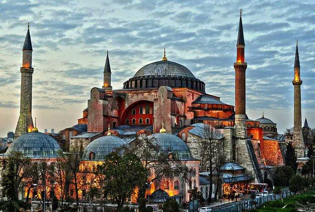 #Turquie 🇹🇷 Le conseil détat a rendu sa décision à lunanimité, la basilique #SainteSophie redevient une mosquée !