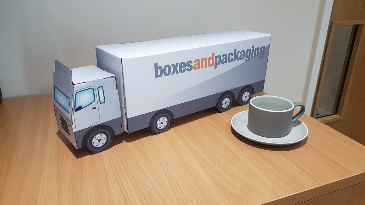 #fridayfun What else do you do when you have a spare few minutes and a bit of #corrugated board lying around?!<br>http://pic.twitter.com/SrbTQ2fLON