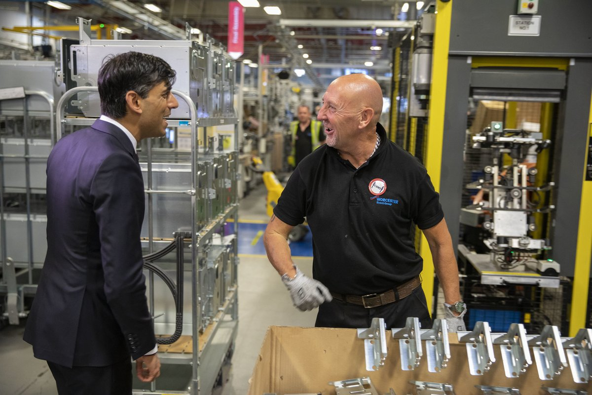Chancellor @RishiSunak visited staff and apprentices at @WorcesterBosch's manufacturing plant today to see the vital work they do and discuss our #PlanForJobs. https://t.co/ir4BedJOSt