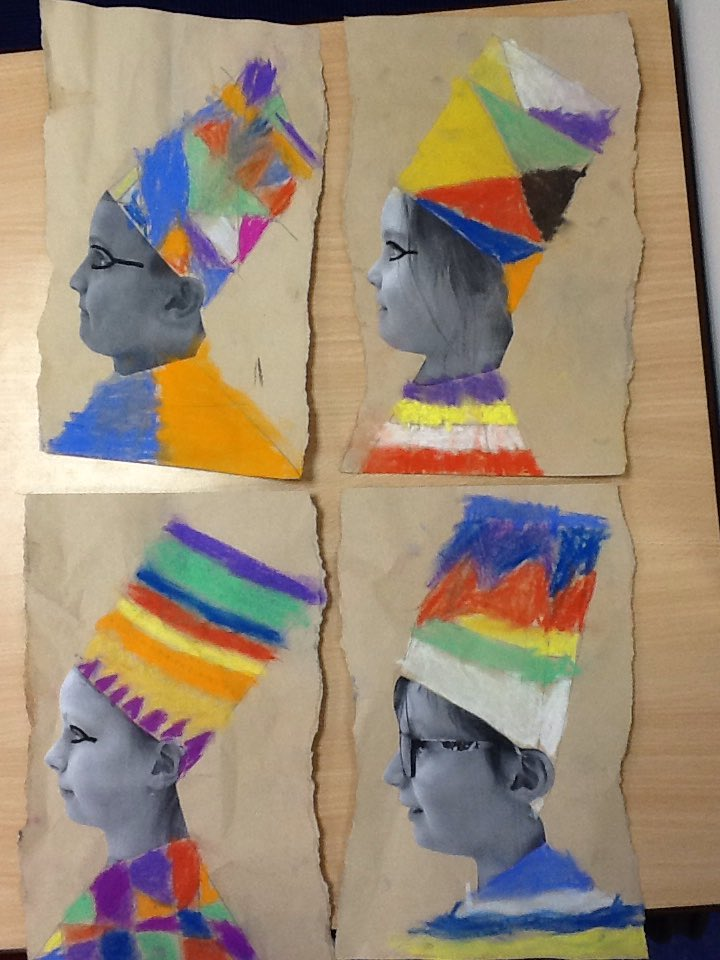 We turned ourselves into Egyptians this afternoon in the #olqpkeyworkers bubbles!  Amazing colourful head dresses! Which is your favourite? pic.twitter.com/KiFlXJzoCG