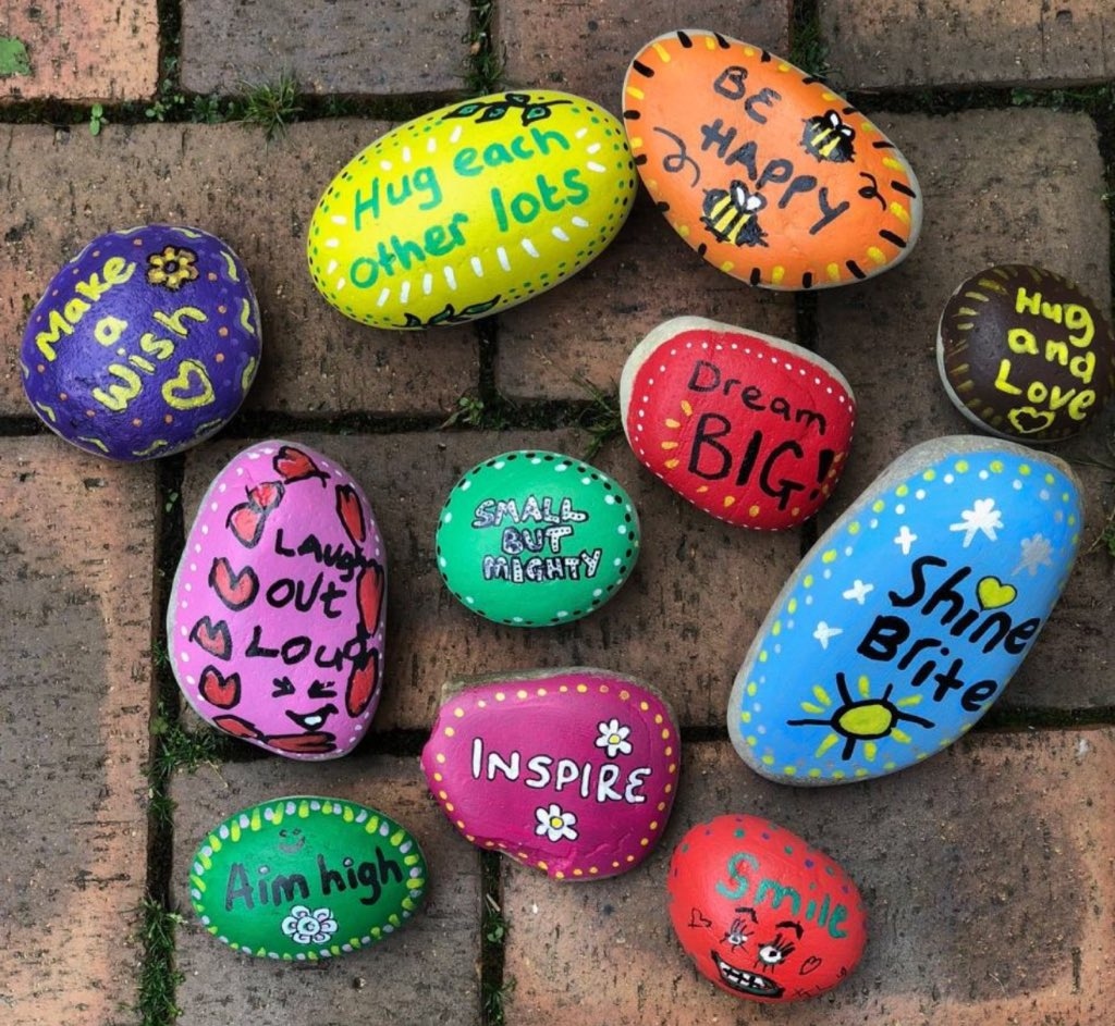 #spreadkindness-A great way to get your kids to help spread love & have fun is create KINDNESS PEBBLES!   We love these fab colourful pebbles! Simply paint your pebbles, decorate them & write a loving message that you would love to say to yourself & others. BE kindness!  #parentspic.twitter.com/2zIvZh7JX7