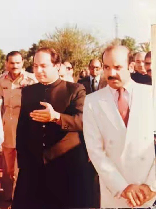 That day is not far when these two brothers will be back with more power to put our nation on right path again. People of Pakistan have trust in them and want them back . Nawaz Sharif is voice of Pakistan .  #MakePakistanRoshanAgain<br>http://pic.twitter.com/L7659b8d8J