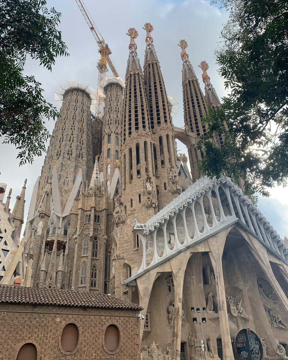 La Sagrada Familia in all its glory!!! . . . . .  #Beautiful #beautifuldestinations #beautifulday #beautifull #beautifulgirl #beautifulview #beautifulplace #beautifulcuisines #beautifulplaces #beautifuldestination #Beautifulgirls #beautifulnature #beautifulwomen #BeautifulLife #bpic.twitter.com/7a6miTTBck