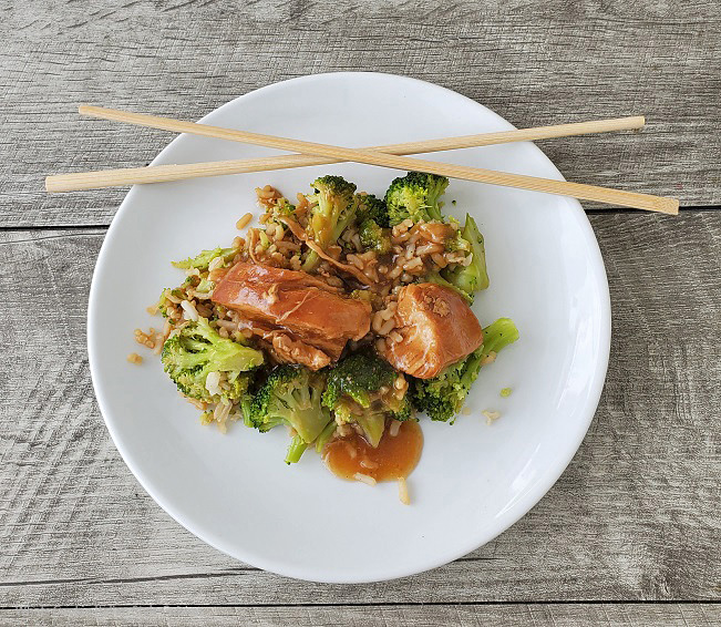 An easy slow cooker meal Asian Style with Chicken Broccoli and Rice Print this out bit.ly/2CiGThC #slowcookerchickenandbroccoli #Asianslowcookingmeals #whatscookinitalianstylecuisine