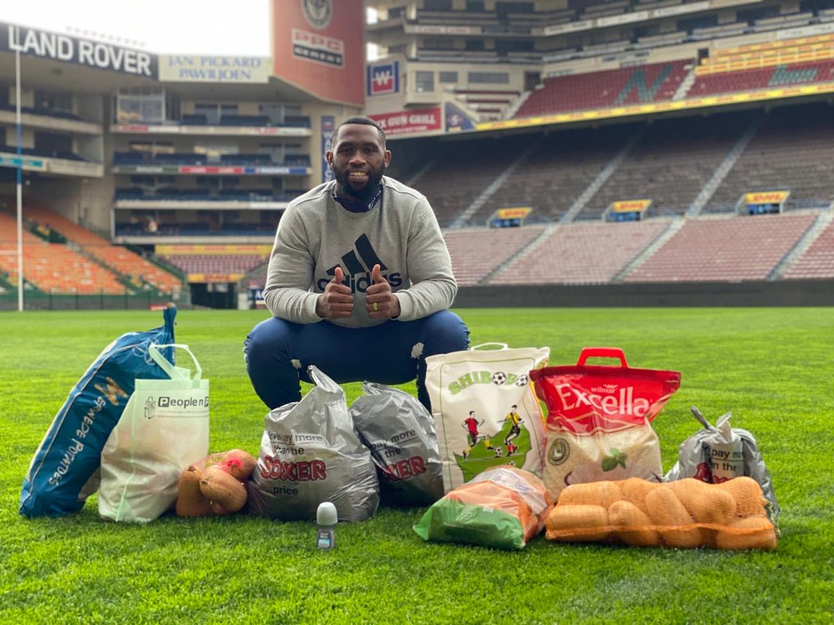 Today at Newlands Stadium, the Kolisi Foundation collaborated with the @THESTORMERS. This team effort provided 50 ground & kitchen staff members from the DHL Stormers with food parcels for the next 3 months. @SiyaKolisi_Bear @BoxerStores @PicknPay