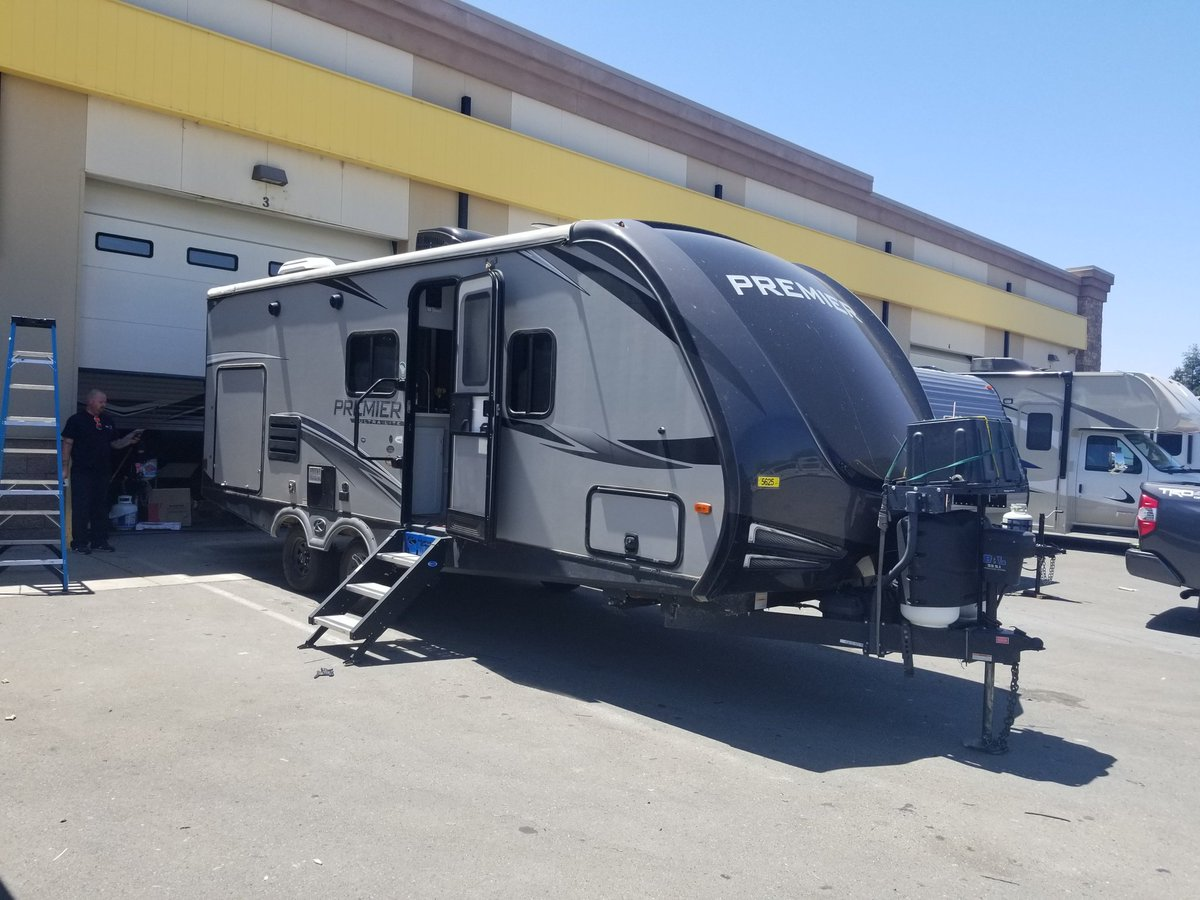 #Dutchman #Premier getting ready to roll out to a Camp site near you! #CampingWorld $CWH #RVlife #campfire #Smores #BBQ #Ghoststories #Fishing #Hiking #Biking #Adventures #Familytime  #CampingWorldoverDisneyworld  @TheRealAndyFedo  @marcuslemonis #TheProfit https://t.co/ifg843UmmD