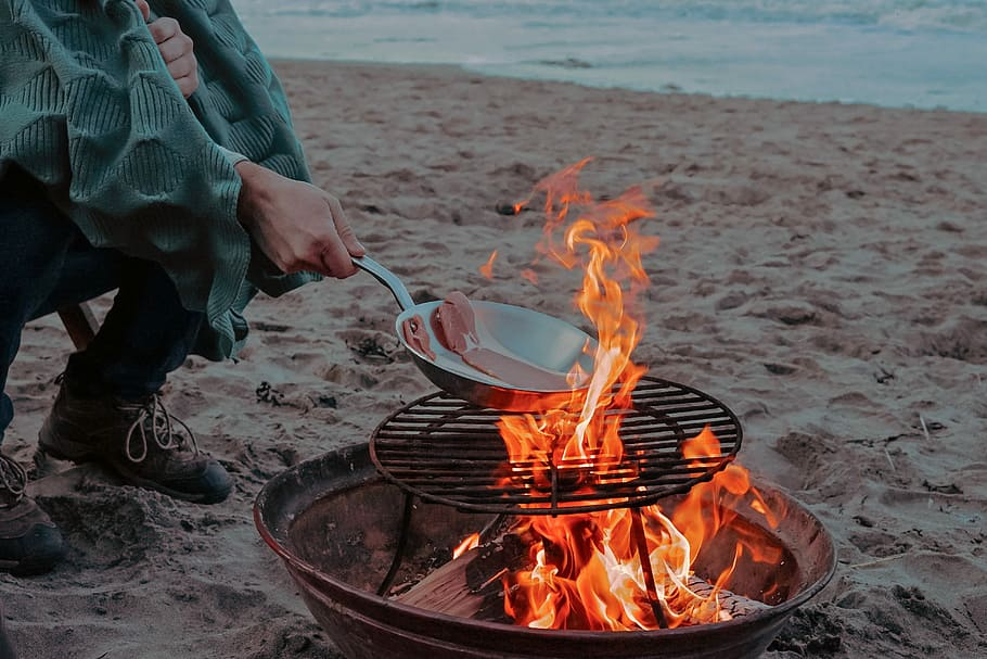 It could soon be illegal to take barbecues and beer bottles onto council-owned #HerneBay beaches http://bit.ly/2ChnCgopic.twitter.com/4F4C02v2Rc