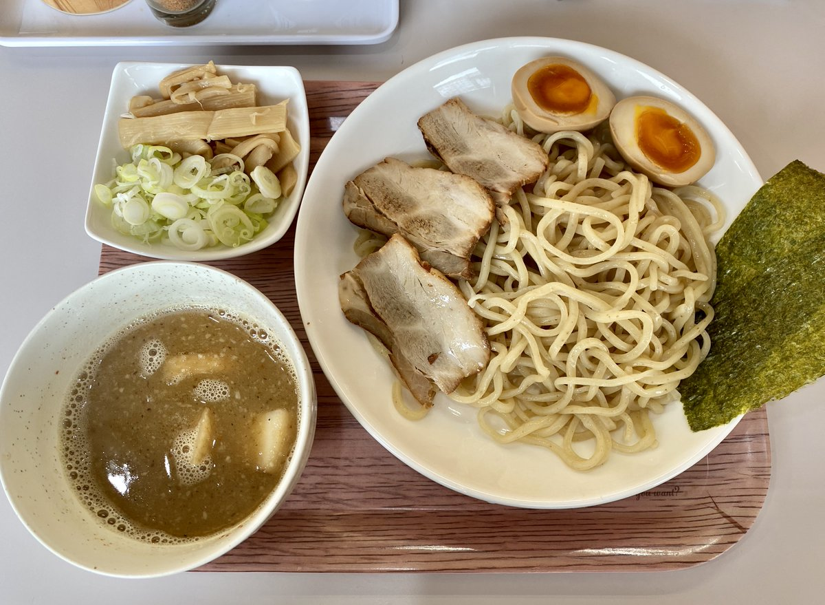 お昼は相変わらずダイエットのために禁ラーメン中なので、つけ麺です。#つけ麺HIRO #しば田製麺所