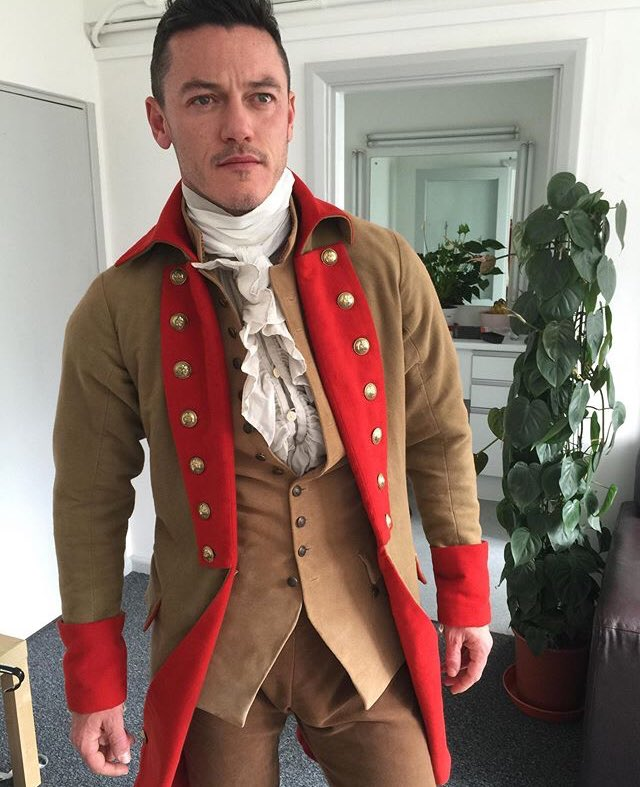 Luke Evans as Gaston You can see it too right?  😍😜🤤 https://t.co/WoyFlnRiet