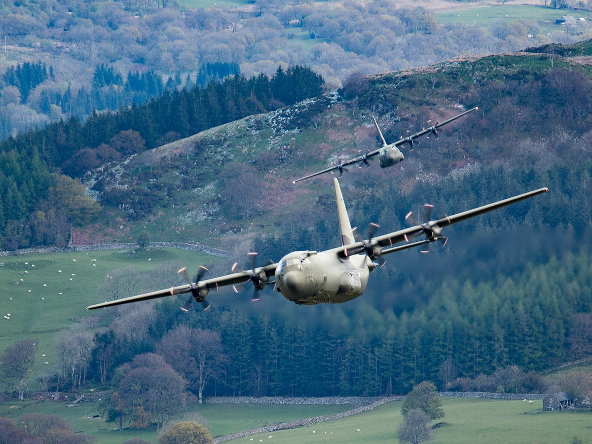 The C-130J is the newest version of the Hercules and the only model still in production.   It has updated Rolls-Royce turboprop engines with composite propellers and digital avionics.  Today the RAF operates the C-130J on 24 and 47 Sqn which is based here at Brize Norton. https://t.co/KTtuB5jNAo