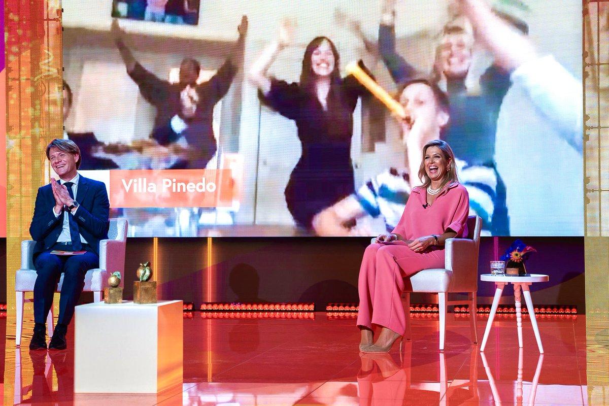 test Twitter Media - Koningin Máxima is bij de online bekendmaking van de winnaars van de Appeltjes van Oranje van @oranjefonds. De prijzen worden toegekend aan drie initiatieven die vrijwilligers voor een langere periode koppelen aan mensen die extra hulp kunnen gebruiken. https://t.co/NiU7N4iz3i https://t.co/DmZMmQreg4