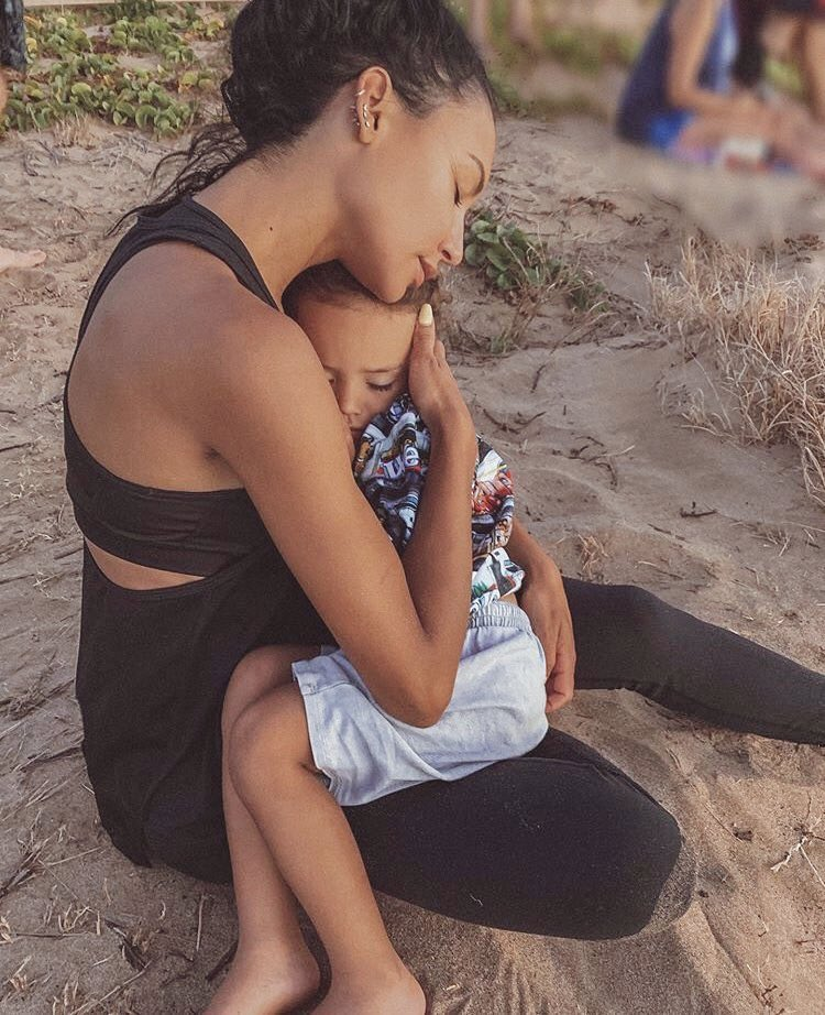 Do not let this stop trending.   Naya Rivera needs to be found.   She's a human being, she's someone's daughter, someone's sister, and she's the mother of a four year old boy who needs his mommy.   Please find her. #FindNaya #PrayForNaya https://t.co/JDXXgeaDDW
